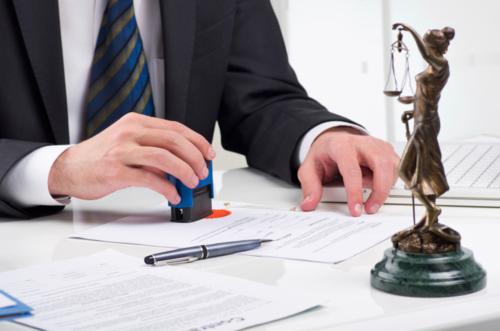 Notaría en general, partición de herencias, impericia médica, litigios civiles, asesoría de pequeños y medianos comerciantes.