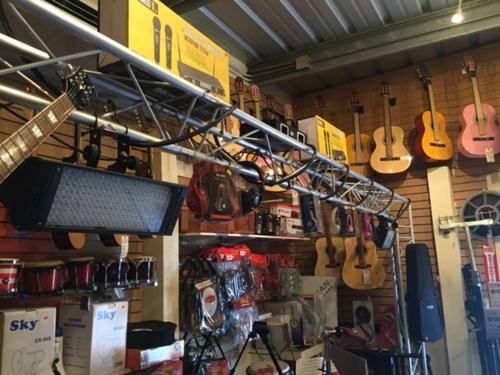 • Instrumentos musicales  • Sistemas de sonido profesional • Sistema de sonido para negocios e iglesias • Toda clase de misceláneas • Drivers • Diafragmas • Reparación de guitarra  • Reparación de equipo de sonido • Alquileres de equipo de sonido  • Pantalla • Luces • Instalación de sonido y instrumentos musicales •Trabajamos todo tipo de Adapters para audio