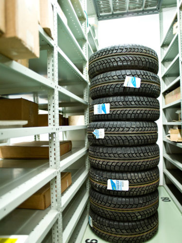 • Variedad de gomas nuevas y usadas al mejor precio • Baterias para todo tipo de vehículo • Servicio de mecanica liviana