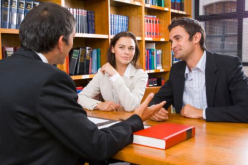 Productos o Servicios Nuestra oficina tiene una práctica civil que incluye las áreas de Daños y Perjuicios administrativo y laboral, herencias, divorcios, notaría y litigios en general.