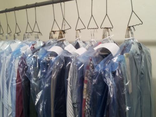 • Trajes • Faldas plisadas • Blusas • Set de dos piezas • Pantalones regulares • Camisas • Chaquetas • Corbatas