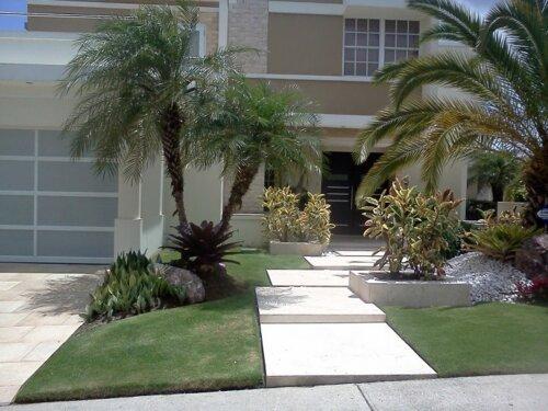 -Diseño y contruccion de jardines  -Mantenimiento de Áreas verdes residenciales y comerciales -Sistema de iluminación e irrigación -Siembra de grama -Control de plagas -Herbicidas y fertilizantes