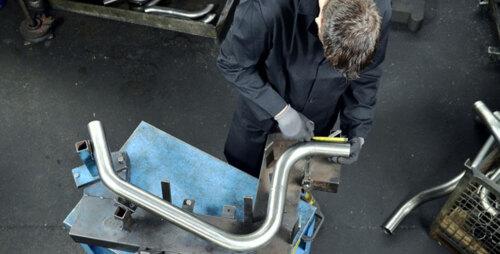 • Mecánica liviana • cambio de aceite y filtro • Venta de mufflers • Tren delantero • Radiadores