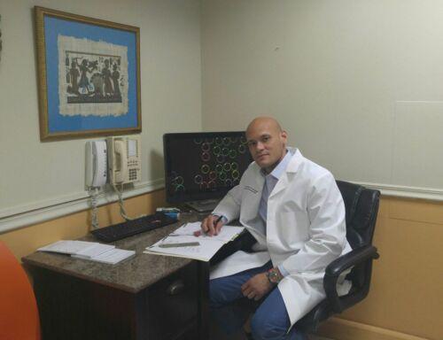 • Terapia Física • Estudios de Electromiografía (EMG/NCV) • Rehabilitación Física • Infiltración/Inyecciones para manejo de dolor • Masajes Terapéuticos • Ejercicio Terapéutico