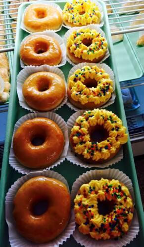 Desayunos •Repostería •Panadería •Mini colmado •Pollo frito con papas