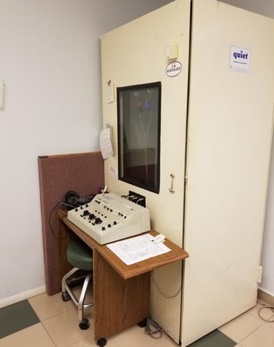 • Evaluaciones auditivas completas por audiólogos clínicos certificados.  • Evaluación de ABR (Respuesta auditiva del Tallo Cerebral).  • Evaluación de balance/vértigo VNG.  • Prescripción de audifonos 100% digitales y programables.  • Moldes para audífonos.  • Baterías para audífonos.  • Protectores de oído para músicos, contra ruido y para piscinas.  • Equipo para asistencia auditiva.  • Cernimientos auditivos industriales.  • Trabajamos por cita previa.