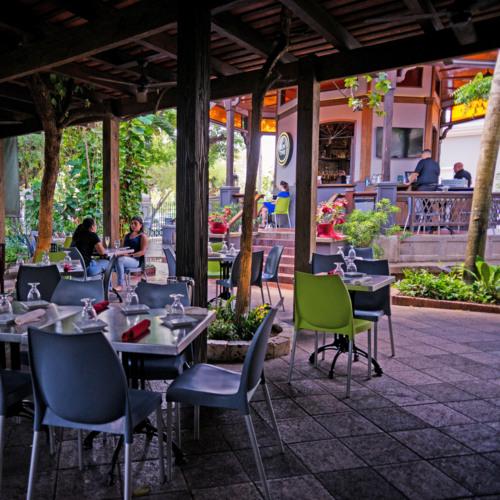 Rest. ubicado al lado de la compañía de Turismo de PR. Su oferta es el menú caribeño con especialidad en pescado fresco y tapas de la cocina criolla.