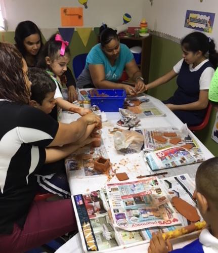 • Grupos pequeños, individualizado y corriente regular • Programa one to one (un solo maestro para un niño  • Terapia de modificación de conducta bajo la metodología Aba  • Integración Sensorial  • Educación Física Adaptada  • Arte, Titulo I y Año escolar extendido