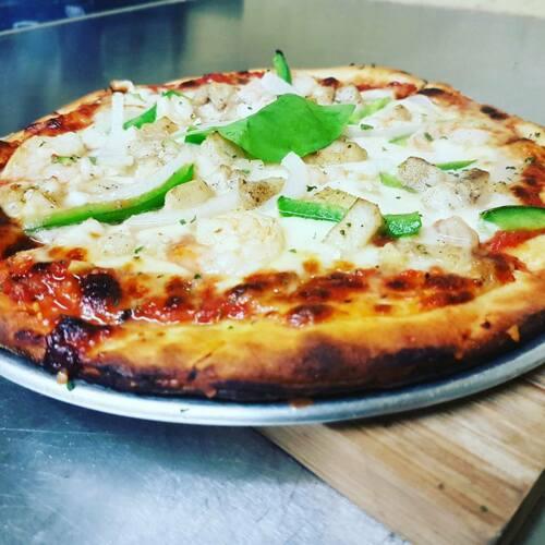 Pan Pan te invita a que explores más allá tu sentido del gusto con nuestra variedad de Pizzas Artesanales. Contamos con variedad de cervezas arte y vinos.