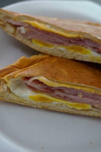 • Panadería •Bizcochos •Catering •Almuerzos •Variedad de Bebidas •Pan a Peso Express