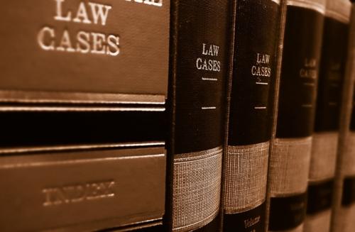 • Visitas para asesoramiento legal a toda la isla • Litigación en corte • Notaria