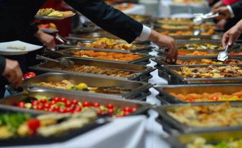 • Catering • Servicio de Barra • Entremeses Fríos y Calientes • Candy Bar • Cocina en Vivo • Mozos • Bartenders • Personal de Seguridad • Buffet • Servicio a la Mesa