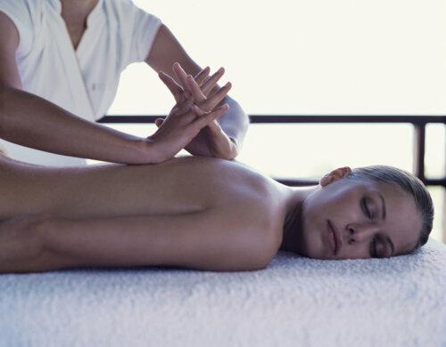•Tratamientos antiedad •Hidratación profunda •Tratamientos para rosacea y acne •Depilación laser •Laser photo facial (pt) para manchas •Manicura •Pedicura  •Salon de belleza