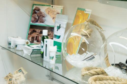 Productos: - flores - Aceite para vaporizar - Comestibles - Wax - Sublinguales/ Tinturas - Supositorios -Topicos  Servicios: Ferias de Salud