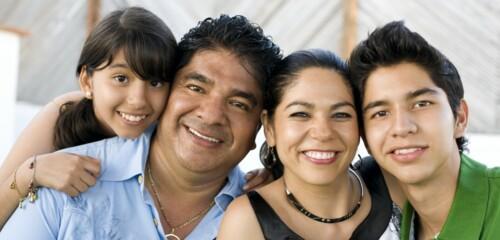 •Naturalización  •Tarjeta de Residencia •Peticiones de Familiares  •Waivers (Perdones)  •Visas  • Deportación