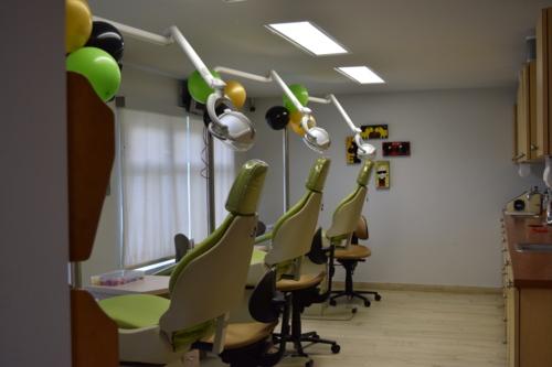 • Invisalign • Atendemos adultos y niños • Braces metálicos y estéticos • Mantenedores de espacio • Ortodoncia Correctiva e Interceptiva • Blanqueado