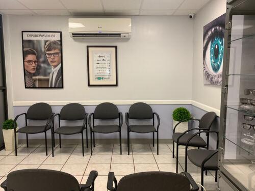 •Examen visual para toda la familia •Prevención de glaucoma y retinopatía diabética •Se aceptan planes médicos comerciales, Advantage y el plan de salud del gobierno de Puerto Rico • Contamos con servicio de laboratorio para corte y monte y espejuelos listos en una hora para visión sencilla