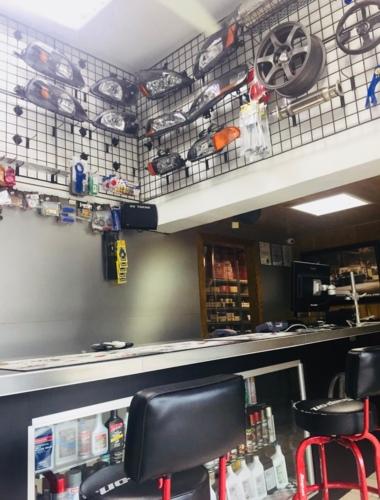 • Venta de piezas originales y reemplazo Honda, Acura, Nissan, Infiniti • Contamos con todo tipo de accesorios y fluidos, originales y reemplazo • Taller de mecánica liviana en las inmediaciones de la tienda de Mayagüez (Xtreme Auto Service)  con servicio   de Lunes a Sábado de 8:00 a.m. - 5:00 p.m