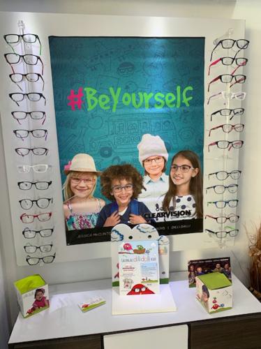 •Exámen de la vista  •Gotas recetadas  •Monturas de Diseñador  •Monturas económicas  •Monturas para niños  •Gafas de Sol  •Lentes para espejuelos según su receta  •Aceptamos la mayoría de los planes médico