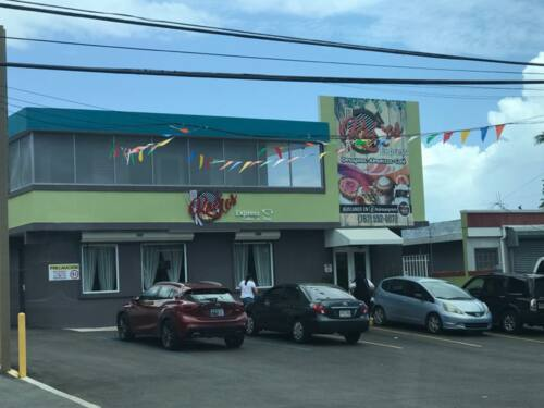 • Menú criollo •Café artesanal •Postres •Comida a la carta •Mariscos y carnes •Contamos con un amplio salón que es muy acogedor