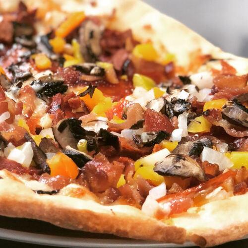 • Restaurante Italiano •Especiales de Almuerzos Diarios •Brunch los Domingos •Cervezas Artesanales •Vinos •Pizzas artesanales