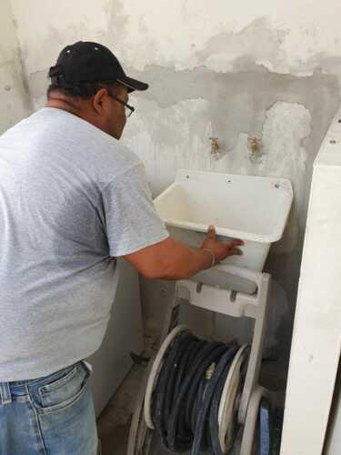 •Plomería en general •Corrección de filtraciones de tuberías •Destapes •Desagües •Reparación de tuberías •Rehabilitación de tuberías •Limpieza de tuberías sanitarias y pluviales • Waterflushing • Instalación y reparación de cisternas • Calentadores de línea, tanques solares, gas • Reparación e instalación de equipos sanitarios • Remodelaciones de baños