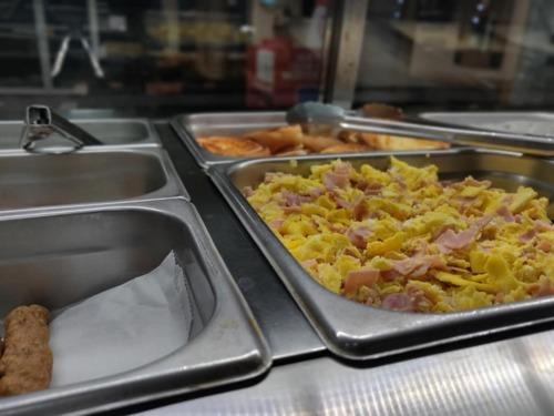 •Restaurante •Especial de Almuerzo •Desayunos •Repostería •Frappes •Coffee Shop  •Panadería