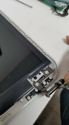 Reparación y Mantenimiento de Computadoras • Grabados en Laser (Laser Engraving): Metal, Madera, Cristal, Plástico, Polímeros, Cuero, Agendas, Libros, Bolígrafos, Tazas, Herramientas, Vasos, Cuchillos etc. • Brindamos servicios a las empresas para regalos corporativos y grabados de Logo