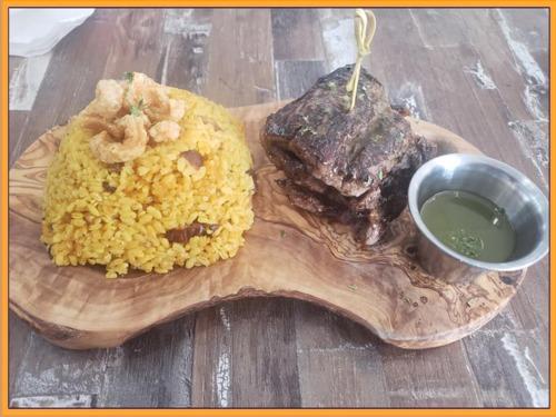 Menú de almuerzo • Menú para niños • Extensa variedad de picadera • Menú a la carta • Barra