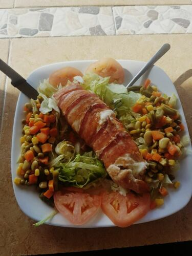 Carne Ahumada • Sabrosos chicharrones de pollo • Pechugas Rellenas • Carnes y Churrascos • Camarones • Mofongos rellenos • Caldos y sopas • Se aceptan órdenes por teléfono • Servicio de Catering