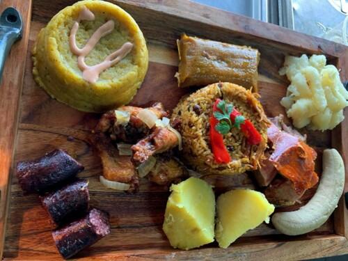 Contamos con el mejor sazón en Ceiba, ¿No nos crees? Ven y visitanos.   Menú criollo para jueves y viernes:  -Arroz con gandules  -Yuca  -Amarillos  -Mofongo  -Chuleta Frita  -Costillas  -Pollo asado  -Lechon asado  -Ensalada de coditos  -Ensalada verde  *Según disponibilidad hasta las 5:00pm*  Contamos con picadera para su disfrute: -Alitas  -Carne Frita  -Complementos a escoger por cliente -Barra abierta hasta las 10:00pm  *Picadera de 6pm a 10:00pm*  Lechonera: -Sábado y Domingo -Música en vivo  -Karaoke  -Juegos de mesa  -Eventos con guaguas de Chinchorreo