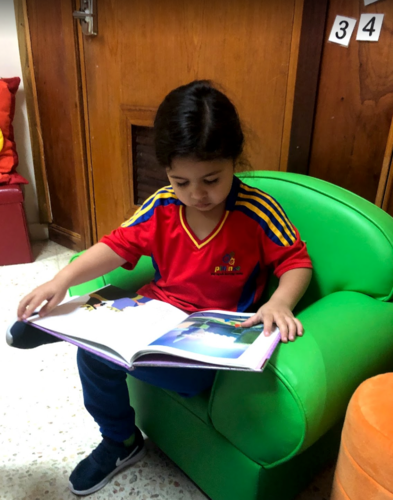 Nuestro servicio consiste en el cuido de niños y niñas entre las edades de 2 meses a 4 ½ años de edad. Ofreceremos actividades conducentes al desarrollo integral del niño, tomando como base los nuevos descubrimientos en el desarrollo infantil, que sostienen que en el primer año de vida, el niño necesita múltiples estímulos motores visuales y auditivos. Para ello, diseñamos un currículo especializado que cubre las siguientes etapas:   Infantes - 2 meses a 1 ½ año Maternales – 1 ½ a 2 años Pre- pre - 2 a 3 años de edad, y  Preescolares - 3 a 4 años de edad
