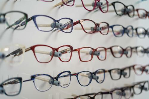 •Optómetra - examen visual especializado •Gafas •Espejuelos •Monturas